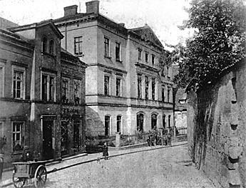 Historische Ansicht des Schulgebäudes 1870